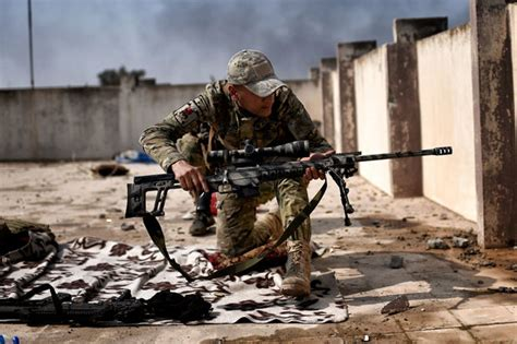 ISIS in Mosul facing snipers from Iraqi Army with mission