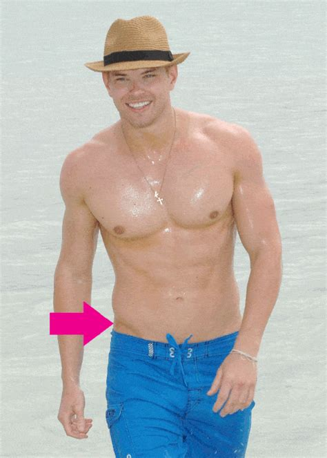 """25 Hot Men With Very Defined V Cuts (or """"Sex Lines"""") (or"""