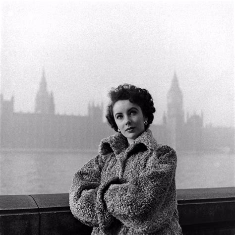 20 Rare Photographs Captured Elizabeth Taylor's Life From